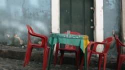 Seduta su una sedia davanti casa, viene investita... e