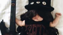 Este bebé no tiene ni idea de que es la reina de los disfraces mientras