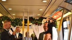 Un mariage dans le train public de