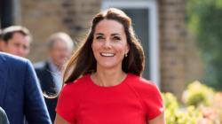 La petite robe rouge parfaite de Kate Middleton signée L.K.Bennett