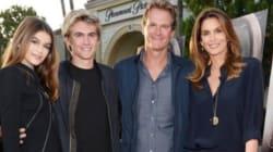 La famille de Cindy Crawford est tout simplement parfaite sur le tapis rouge de « Sister