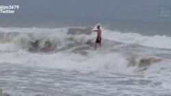 Les surfeurs ont bien profité de la tempête Hermine aux