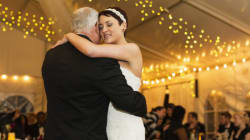 Un père meurt après avoir dansé avec sa fille à son