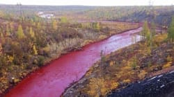 Cette rivière russe a viré au rouge et les habitants accusent une usine