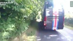 Le pire danger pour un cycliste? Un bus de