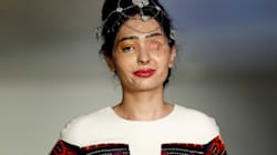 Vítima de ataque com ácido, Reshma brilha na Semana de Moda de Nova