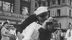 The Nurse From This Iconic WWII Photo Has