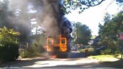 Salva 20 bambini dal pulmino in fiamme che stava guidando: