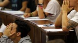 Tres alumnos de 14 años llevan a Educación 240.000 firmas contra las