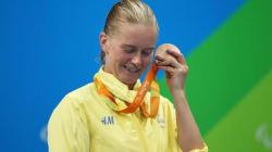Pourquoi les athlètes des Jeux paralympiques collent-ils leurs médailles contre