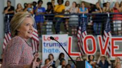 Après quatre jours d'arrêt forcé, Clinton encore en baisse dans les