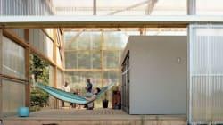 Avec un petit budget, ils ont transformé ce hangar en maison modulable