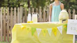 Total Dud Gives Fake $50 Bill To Girl Running Lemonade