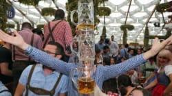Oktoberfest, fiumi di birra, manifestanti e