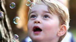 Il principe George che gioca con le bolle è il ritratto della gioia che solo un bambino può