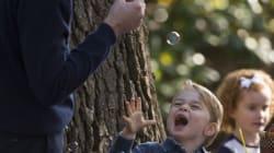 Ces photos du prince George et de sa soeur qui jouent avec des bulles sont
