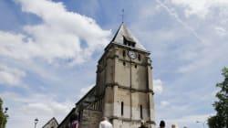 Avant la messe, un rite de purification dans l'église de