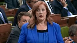 Raitt Rebukes Liberals For Groaning Over Story About Her