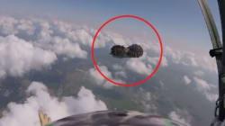 La scarpa è un boomerang: paracadutista la recupera in