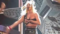 Britney Spears perd son soutien-gorge en plein