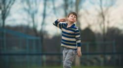 Les mouvements stéréotypés et répétitifs des autistes: ces petits gestes à