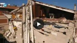 Il palazzo di Tolentino sventrato dalle scosse, ripreso da un