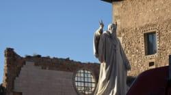 La statua del Santo è ancora in piedi, l'Europa riparta da