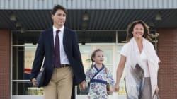 La mujer de Justin Trudeau enseña yoga a su