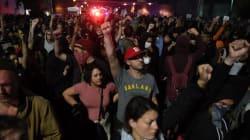 Mega protesta a Manhattan, Michael Moore viola la Trump