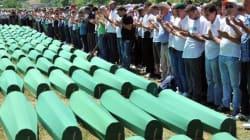Des partisans de soccer grecs se moquent d'un