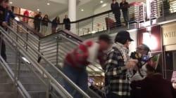Un manifestant anti-trump sauvagement poussé dans un escalier lors d'un
