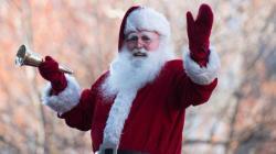 Le Père Noël défile à
