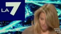 La giornalista di La7 cade in diretta tv: