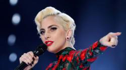 Lady Gaga applaudit