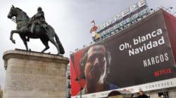 La Policía tunea el cartel de la serie 'Narcos' y deja un claro
