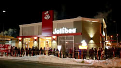 Hundreds Line Up In Freezing Cold For First Jollibee In
