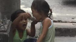 Comprano il pranzo a un bambino che chiede l'elemosina. Quello che succede dopo vi