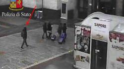 Amri fotografato alla Stazione di Milano, poche ore prima della