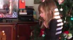 Este regalo de Navidad se escapa de su envoltorio (y te hará soltar un