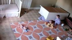 Baby-eroe, a soli 2 anni salva il gemello intrappolato sotto una