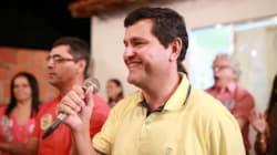 Em decreto, prefeito entrega chaves de cidade na Bahia a
