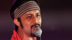 Un chanteur pakistanais arrête son spectacle pour aider une fille