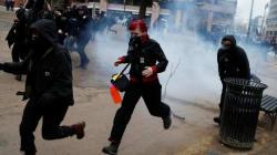 Protestos violentos se espalham por Washington e roubam a cena da posse de