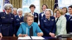 Questo meme con Hillary Clinton circondata da donne è la risposta migliore alla nuova legge di Trump contro