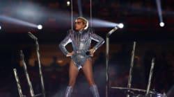 La tenue de Lady Gaga signée Versace pour le Super Bowl annonce son retour en