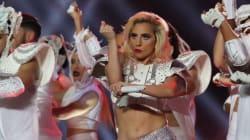 Lady Gaga ha un messaggio per quelli che parlano della sua pancia dopo l'esibizione al Super