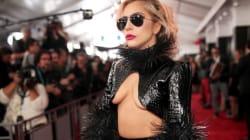 Lady Gaga nue aux Grammy Awards