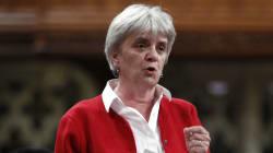 «Qui ne dit mot consent»: Trudeau aurait dû critiquer le décret, dit le