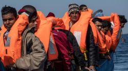 Les corps de dizaines de migrants s'échouent en