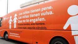 La Policía de Madrid inmoviliza el autobús transfóbico de Hazte
